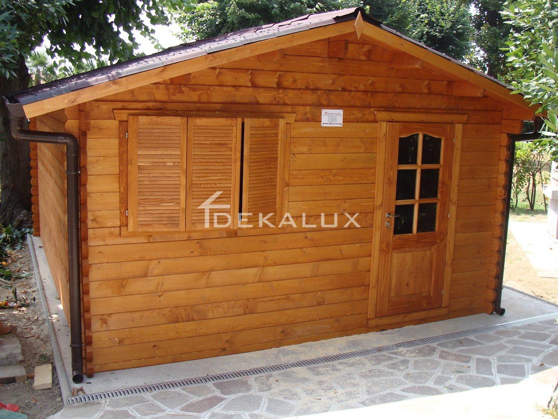 Bungalow in legno 5x5 con copertura del tetto for Case di legno rumene