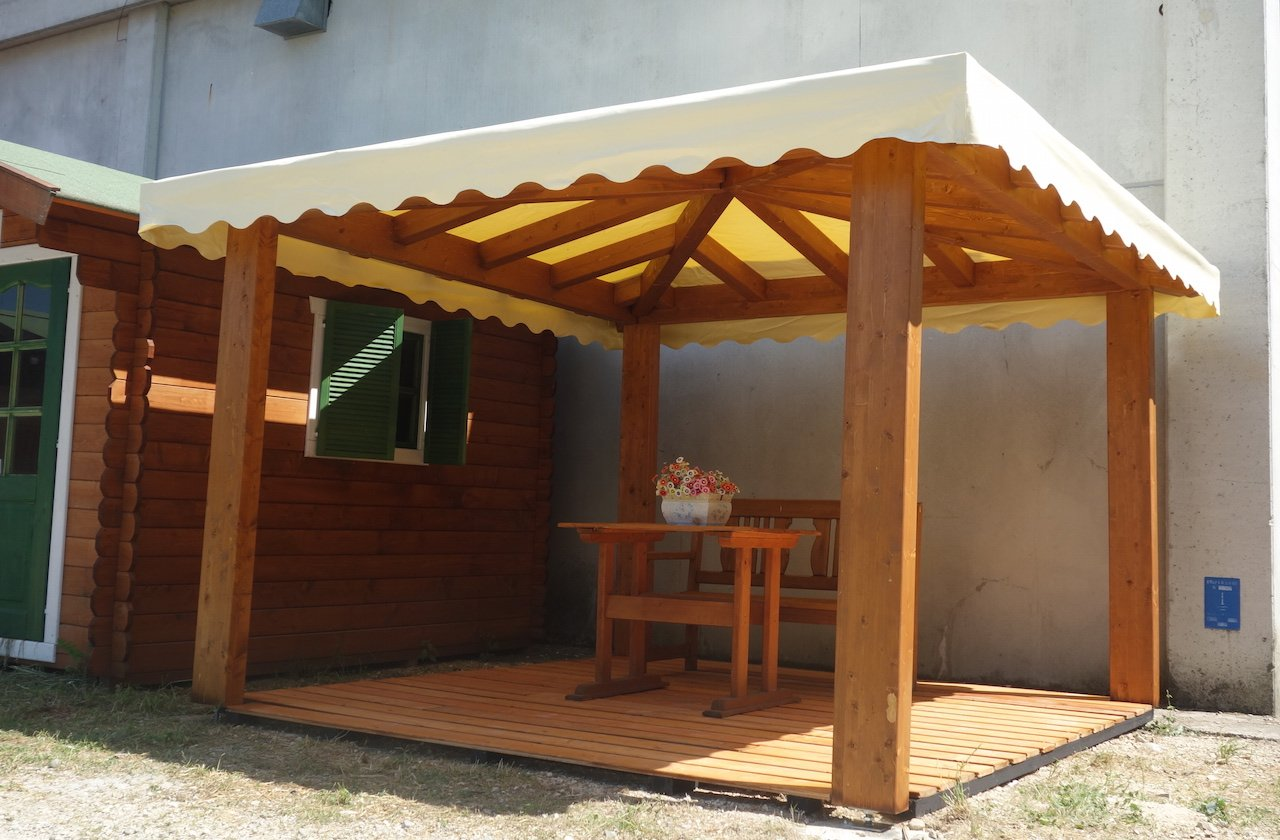 Gazebo in legno 3x3 in lamellare a 4 acque made in italy for Stili del tetto del bungalow