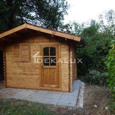 casetta in legno con tetto coibentato