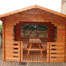 gazebo in legno con tavolo e panche