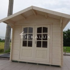 casetta bianca in legno