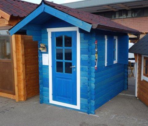 Casetta in legno colore blu