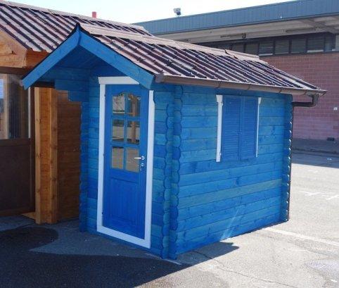 Casetta in legno blu